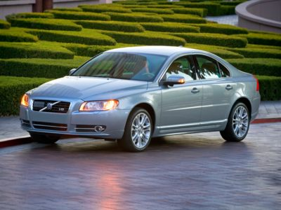 The 2010 Volvo S80 is the best luxury car deal during August.